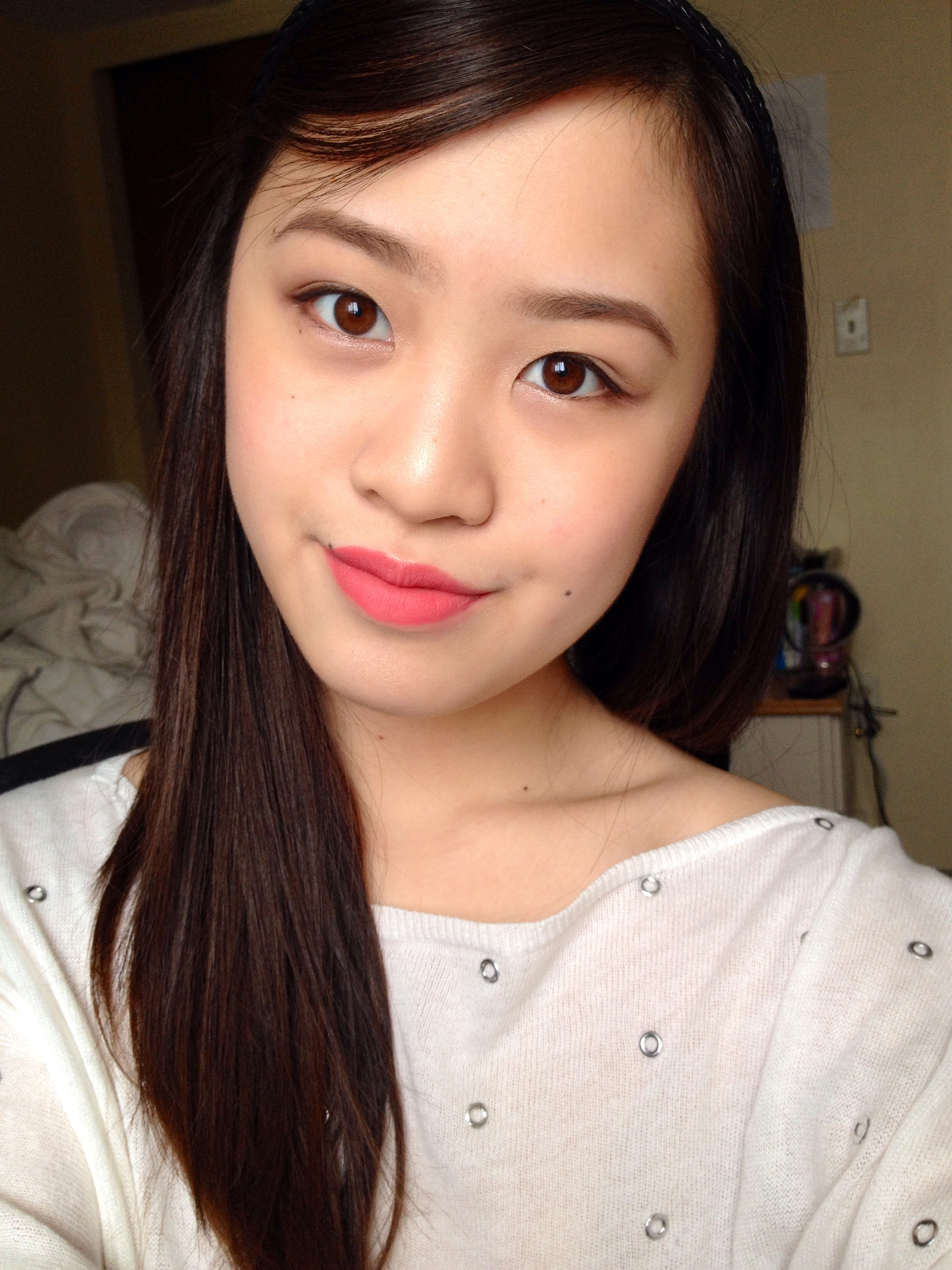 Ternyata memang ada tips dan pilihan warna sendiri untuk lipstick yang digunakan bagi pemilik kulit kuning langsat ya girls